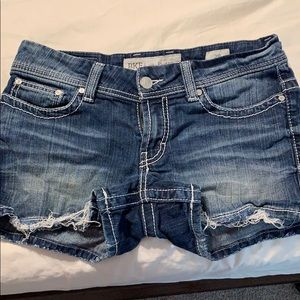 BKE Payton shorts size 28. Great condition!